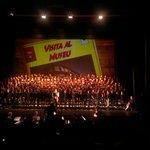 """Quin goig que feia aquesta tarda el Teatre Tgna. Quasi 400 nens i nenes cantant """"Amics de Pedra"""" http://t.co/hMSnytaJjk"""