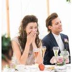 Louis e Eleanor no casamento da Johannah, mãe do Louis neste ano. http://t.co/LW9zG5Cp3s