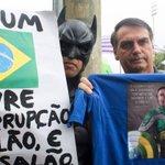 Momentos RT @JornalOGlobo: Batman: Tiro fotos com centenas de pessoas. Por que não vou tirar com ele? http://t.co/Z0fxTgaiMD