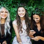 Foto divulgada da Eleanor, Sophia e Lou, no casamento da Jay, mãe do Louis neste ano. http://t.co/bq0ZuUgtv1