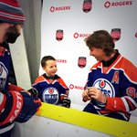 SMYTTY! #Rogers @hometownhockey_ in Fort McMurray got a special visit today from #Oilers icon Ryan Smyth! http://t.co/iWQbFkLrdz