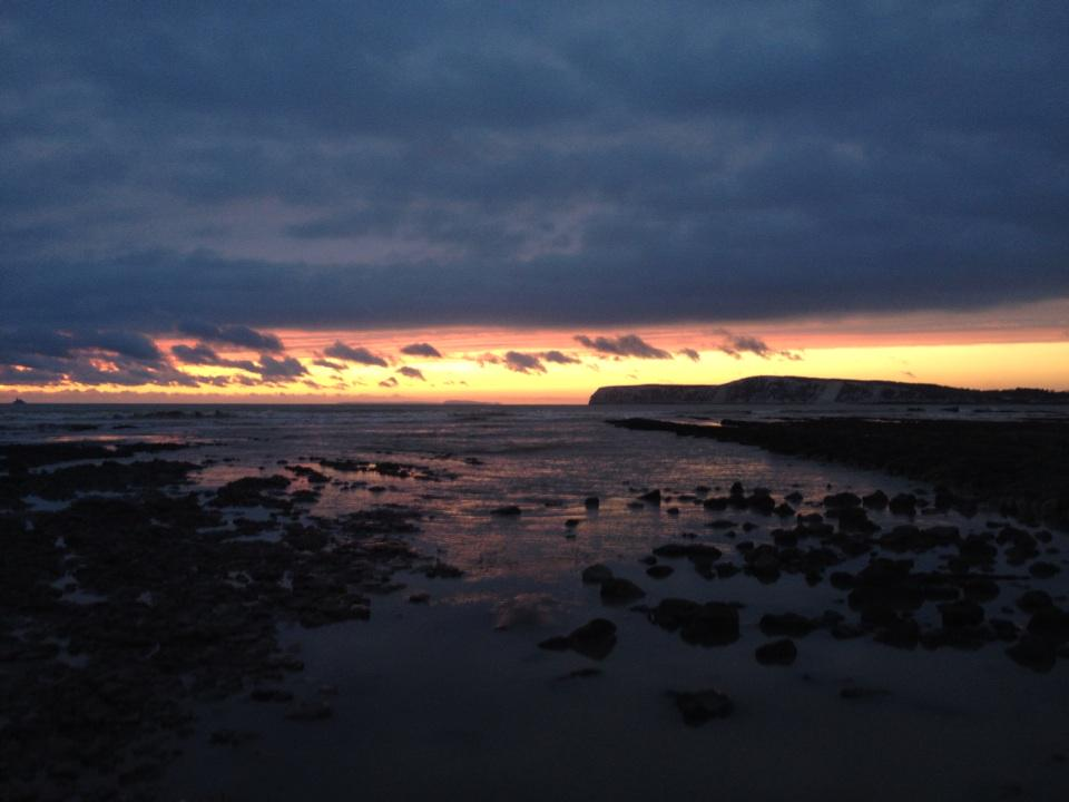 朝からぐずついた天気だった今日のワイト島… でも最後の最後に、こんな景色で一日を終えることができました! http://t.co/EOhzpmA5zu
