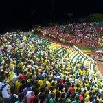 RT @DiegolClavijo: Pelea entre hinchas del Bucaramanga y la policía http://t.co/oRJaIYZ98u