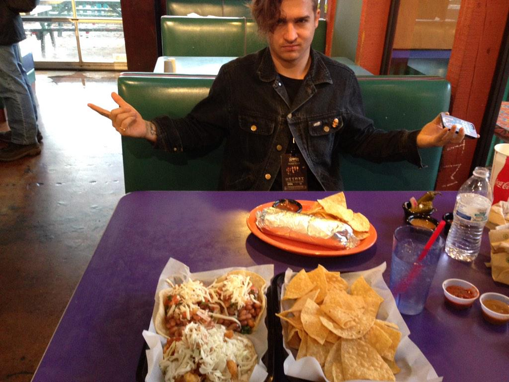 Taco Time with @itskevghost http://t.co/CIYlvMhDff