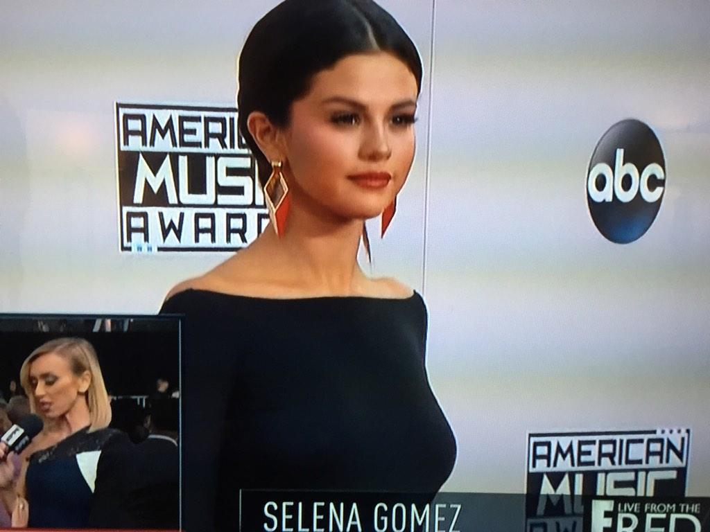"""""""@Cosmopolitan: ~Justin who~ #AMAs http://t.co/ZMcbpduHCD"""" the guy she's singing about tonight"""