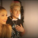 LINDOS!!! Ariana & Frankie nos bastidores do AMAs! Acompanhe: http://t.co/OhtTByYwfa #ArianaOnAMAs #CoberturaAGBR http://t.co/eo66JUxk6s