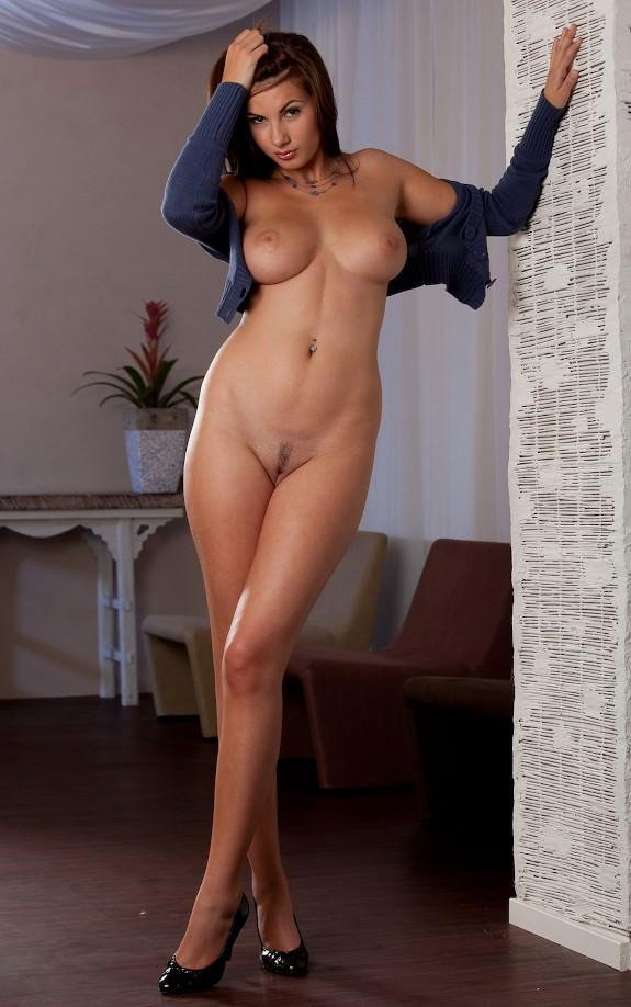 Высокие голые девушки фото