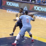VIDEO: Grizzlies' Tony Allen goes behind-the-back, fakes out Big Baby and scores a layup http://t.co/uh1i6aU8QC http://t.co/6N9ozcMGvy