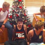 """""""We did it lads"""" -luke hemmings Crying cause they have gotten so far #5sosAMAs #AMAs2014 #WhatILikeAboutYou #5sos http://t.co/JUna2AWq5E"""