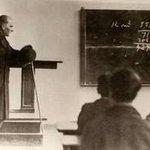Başta Atatürk olmak üzere bizi eğiten tüm öğretmenlerimizin gününü kutlarız.   Foto: Atatürk İALde ders verirken http://t.co/LQ8Zg4PUmS