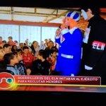 Guerrilleros del ELN disfrazados de payasos y seduciendo menores de edad. Repugnante. @NoticiasUno http://t.co/yapslpwjSX