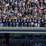 """#ComoNoTeVoyAQuerer """"El fútbol es lo mas importante de lo menos importante"""" apoyo de la afición de Pumas #Ayotzinapa http://t.co/mEJnWGDKWZ"""