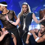 Iggy Azalea plays many roles during her #AMAs2014 performance: http://t.co/XuG4NoRyWX http://t.co/L6KXZyWNe1