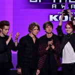 #5SOSfam, heres a photo so you can live this moment over and over again. ???? #AMAs http://t.co/t8lqpUwTbS