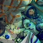 La #Soyuz si è agganciata alla Stazione spaziale.Samantha Cristoforetti nella storia #Futura42 http://t.co/V88kkfyl0Y http://t.co/NBZTKO6Z0t