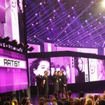Heres @onedirection accepting #ArtistOfTheYear! #AMAS #ETnow http://t.co/1trBl2vek1