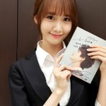 ".@SMTOWNGLOBAL ""팬파티대기실문에서"" 소녀시대 윤아 #광화문에서 http://t.co/5IGfNaGIc1"