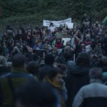 On #BurnabyMountain, #tarsands resistance is fierce: https://t.co/5GauWPk9it #cdnpoli #abpoli #bcpoli #IdleNoMore http://t.co/hKh5IOhAPO