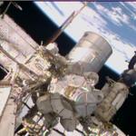 La vedete piccola piccola sulla destra? é la #Soyuz di @AstroSamantha @AstroTerry e @AntonAstrey #Futura42 http://t.co/srRB31NI1S
