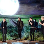 .@onedirection under the moonlight has #Directioners like ???? #AMAs http://t.co/5Lg3tDWZ7c