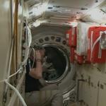 Ci siamo, @AstroSamantha è la prima a entrare nella #ISS! #Futura42 http://t.co/NoYdUaPPKr