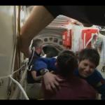 Abbraccio tra Yelena Serova, e Samantha Cristoforetti, le due donne da oggi sulla ISS #Futura42 #Soyuz http://t.co/q4txxcXmB2
