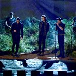 .@onedirection changed the night with their chilling #AMAs performance. #NightChangesAMAs http://t.co/BOBvX0H1bW