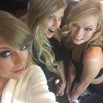 #AMAs backstage @taylorswift13 @karliekloss http://t.co/qbAvyjbBjb http://t.co/UBe4GUQAXR