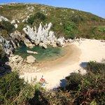 """""""@g1: Fenômeno raro cria praia oculta a 100 metros do mar na Espanha #G1 http://t.co/GXnfbWm1WU"""" não parece muito oculta não gê"""