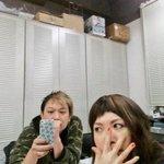 「アキトム!」の小橋亜樹&トム打ち合わせなう!キーワードも打ち合わせ中!?この写真を撮っているアキを撮ってみました。 #hbcradio #akitom #大感謝週間 http://t.co/4K7146Xus0