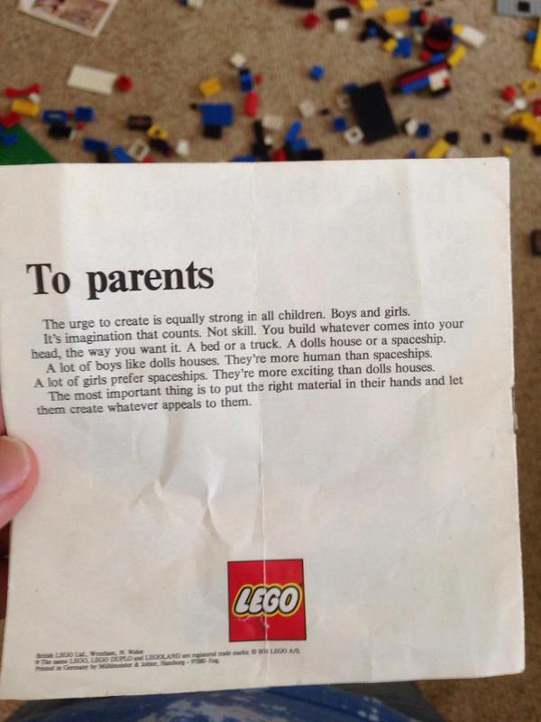 1970年代のレゴのパンフレットの文面: 「創造性は男の子も女の子も等しく持っている。男の子がレゴで人形の家を作っても、女の子が宇宙船を作っても良し。」この手紙、今でも出し続けて欲しい。 http://t.co/ybxT6eShF5 http://t.co/c4ZY8XsXQr