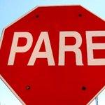 """La Policía lo detuvo intentando robarse un cartel """"Pare"""". http://t.co/uSThyv5jvT http://t.co/AQeNNqhaPW"""