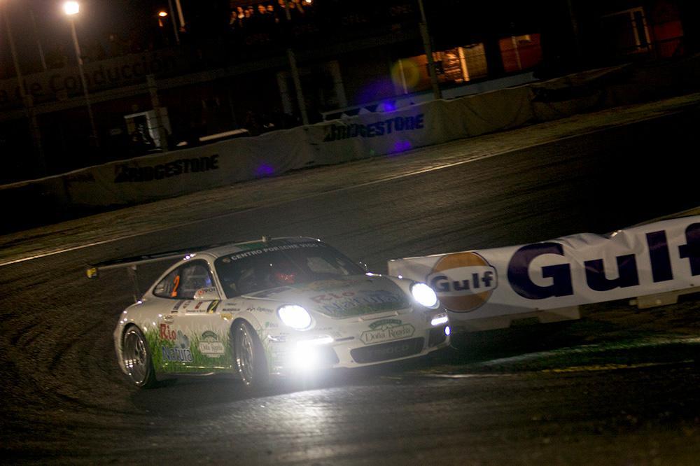 Bonita instantánea del coche de los reyes del asfalto. Los hermanos Vallejo. http://t.co/SfEUEvvuje