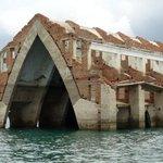 """""""@g1: Igreja submersa volta a aparecer por causa da estiagem, em Petrolândia, PE http://t.co/AFDLBxC9If #G1 http://t.co/sidFfQD6K3"""" ????????"""