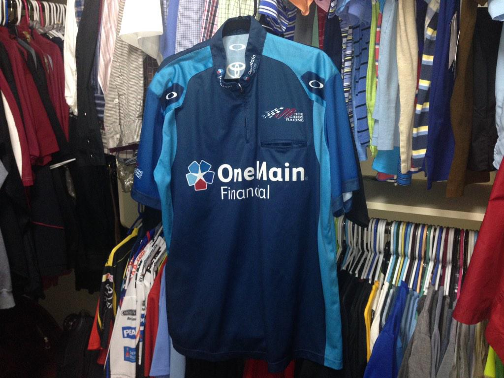 I want this @OneMainRacing @Elliott_Sadler crew shirt. #NASCAR   Retweet for a chance to win. http://t.co/1cNxGIfozB