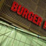 Burger King fecha 89 lojas após documentário revelar falhas de higiene http://t.co/vsVuOu7746 http://t.co/FoIwGkxcyz