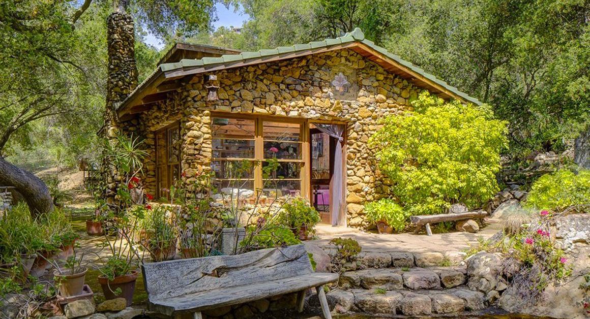 vendre la modeste cabane dans les bois de daryl hannah. Black Bedroom Furniture Sets. Home Design Ideas