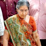 PM #Modis wife #Jashodaben unhappy about her security cover, files RTI to seek details http://t.co/bz294G3Tu4 http://t.co/Bb8z7OU3gQ