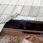 """BOI NOS"" AIRES RT @g1: Boi cai de barranco, quebra telhas e vai parar dentro de casa http://t.co/0ibeRGmSzr #G1 http://t.co/9802qojHcr"