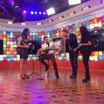 . @pabloalboran pabloalboran recibe el disco de oro en Chile en directo en el programa Bienvenidos de Calle 13 👏👏👏🎉🎉🎉 http://t.co/sEg6lHjhwl