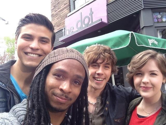 I'm stuck in the middle like Clare. #TeamPurple S/O @Aislinnpaul @lukebilyk1& @The_Munro one big happy family...? http://t.co/Q8oAP3PoIL