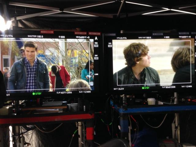 Lil peek behind the @degrassi director monitor for tuesdays new episode. Are you team RED or team BLUE? #Degrassi http://t.co/LfF3NlEF9m