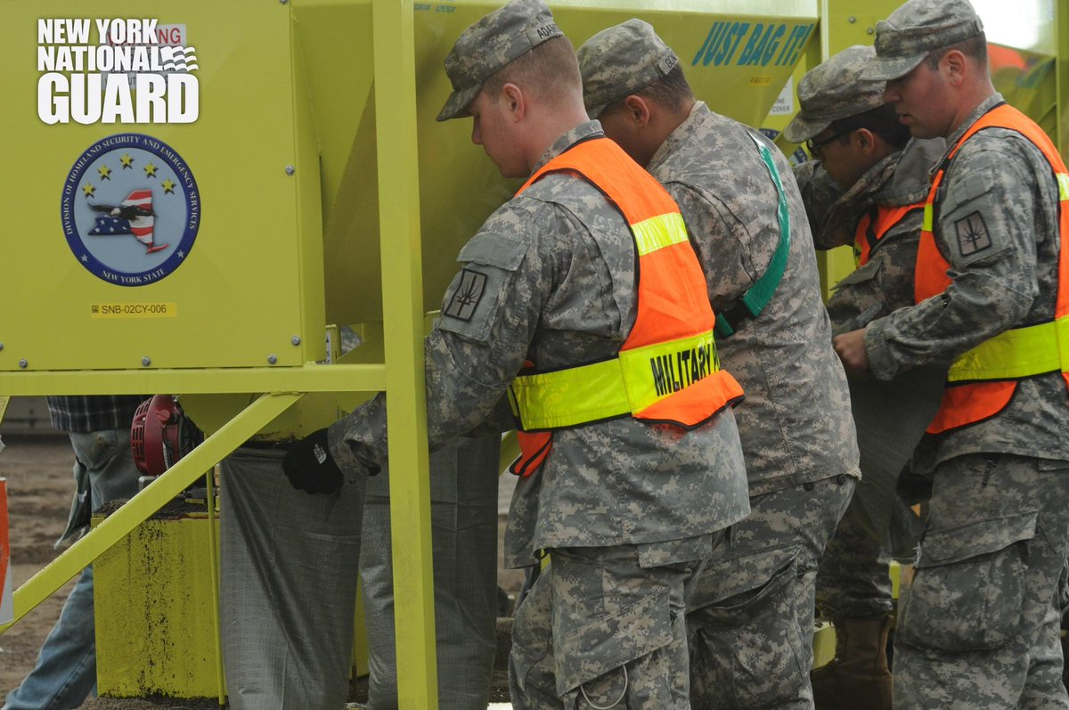 New York Air, Army and State Guard fill sandbags to prepare 4 possible flooding in the areas affected by the storm. http://t.co/HqHbXrQ1j0