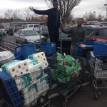 Got to help @WinTheDay deliver 10 thanksgiving baskets today with @oheroes #GoDucks http://t.co/M67Dc1JyMn