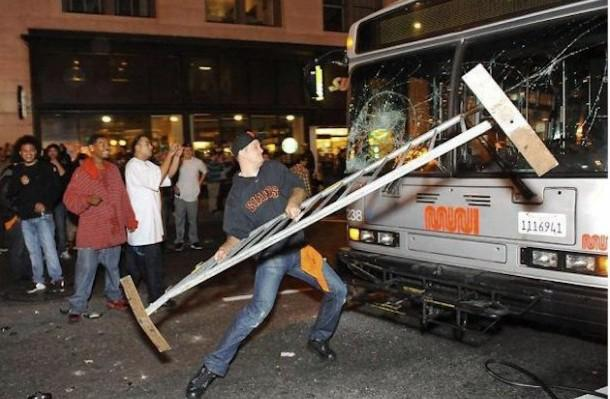 reminder to those focused on the rioters, this was san francisco after a giants victory #ferguson (via @kfranklinphd) http://t.co/5TYFYfGXyU