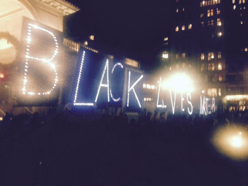 "200ish gather in NYC's Union Square. ""BLACK LIVES MATTER"" #Fergsuon http://t.co/xNaI2wnH8F"
