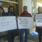 """Estudiantes de la Uach se manifestaron luego de que les """"alargaron"""" vacaciones navideñas por el frío... 😒😒 http://t.co/WyEG2PNodD"""
