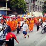 Over 400 supporters have now begun marching with Venerable Sovath to Samaki Rainsy Pagoda. http://t.co/YWY6uY6DBU http://t.co/3zXHAbKpSk