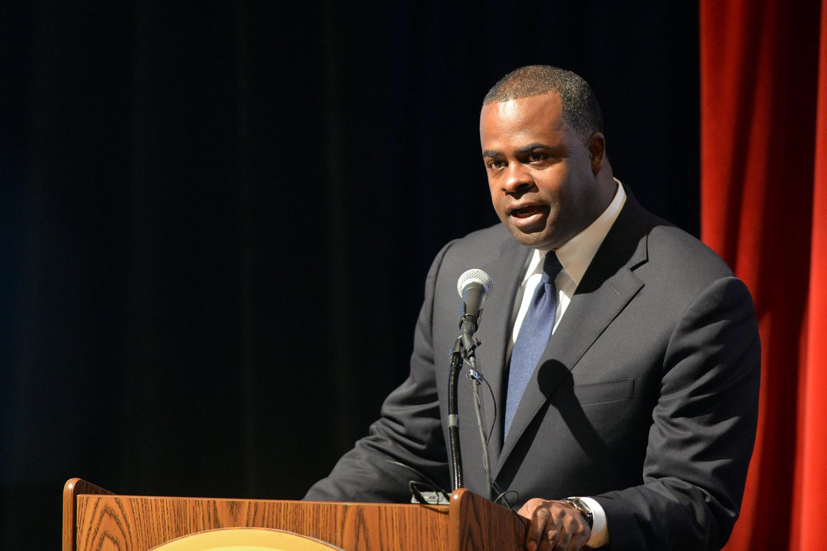 Atlanta Mayor Kasim Reed calls for federal action following #Ferguson #GrandJuryDecision http://t.co/kZoJlepWJB http://t.co/KeyzQGXqub