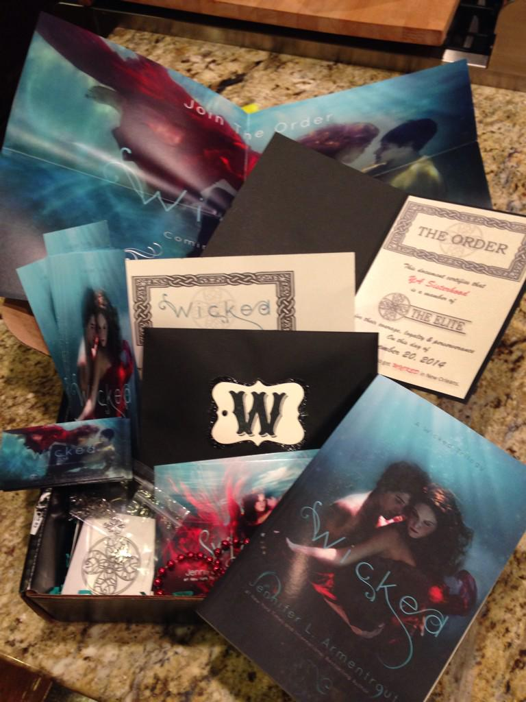 Check out this box of AMAZING! Thank you @JLArmentrout @InkSlingerPR @KPSimmon! Giveaway coming soon! #GetWicked http://t.co/YIHbs9ts9K